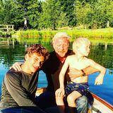 Auf diesem Foto sieht man Boris Becker mit seinen Söhnen Elias und Amadeus. Aber auch seine Kinder Noah und Anna erwähnt der Star in seinem Vatertags-Posting.