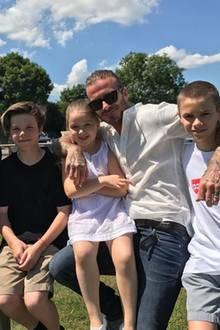 Zum Vatertag teilt Victoria Beckham stolz ein Foto ihrer Liebsten.