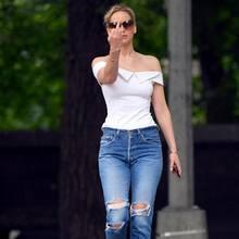 16. Juni 2017  Wo bleiben deine Manieren Jennifer Lawrence? Die sonst meist gut gelaunte Schauspielerin zeigt den Paparazzi im Central Park in New York City griesgrämig den Stinkefinger.