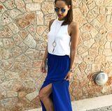 Der knallblaue Maxirock von Ana Ivanovic ist nämlich von Zara und kostet schlappe 30 Euro. Gut muss nicht immer teuer sein.