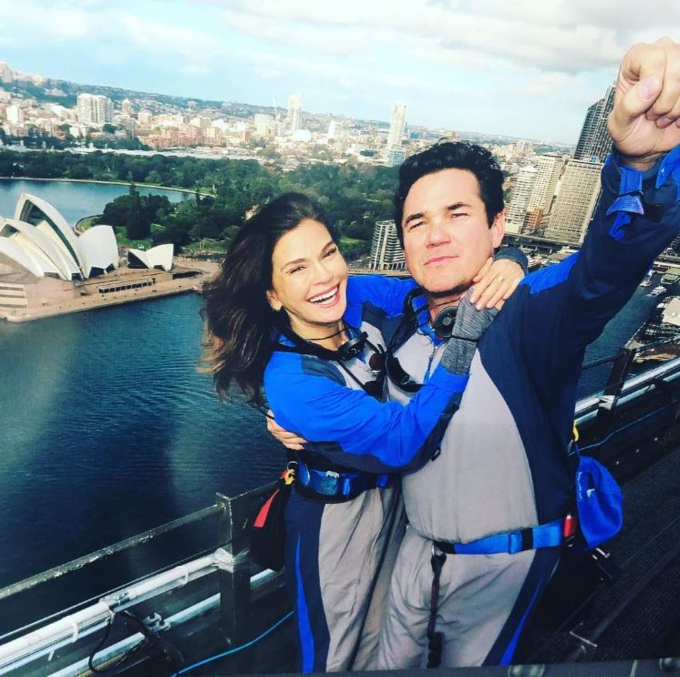 """Spaßige Reunion: Teri Hatcher und Dean Chain,Darsteller des neunziger Serien-Hits, machen beim """"Bridgeclimbing"""" in Sydney wieder gemeinsame Sache."""