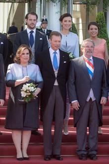 Die großherzogliche Familie um Großherzog Henri und Großherzogin Maria Teresa sowie Premierminister Xavier Bettel am Nationalfeiertag 2016.