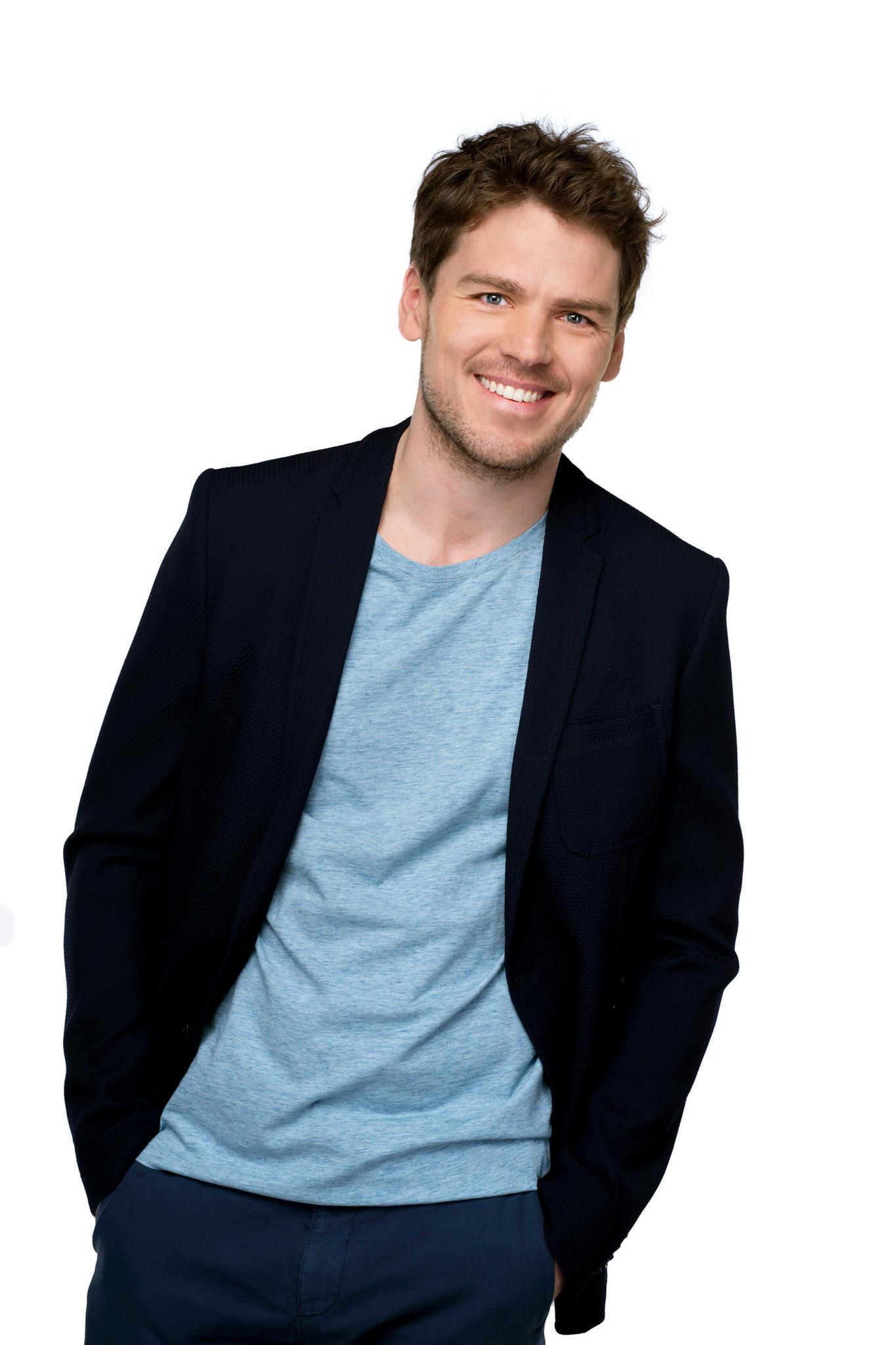 """Constantin Lücke spielt in der ARD-Telenovela """"Rote Rosen"""" den Hotel-Angestellten """"Patrick Mielitzer"""""""