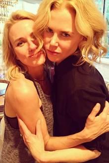 """Naomi Watts und Nicole Kidman  """"Happy Birthday an diese wunderschöne Frau"""", postet Naomi Watts. Zu dem innigen Foto schreibt sie auch: """"Ein bemerkenswerter Mensch, der so viel Liebe und gute Laune an seine Mitmenschen verbreitet."""" Die Hollywoodstars sind nun schon seit 26 Jahren beste Freundinnen."""