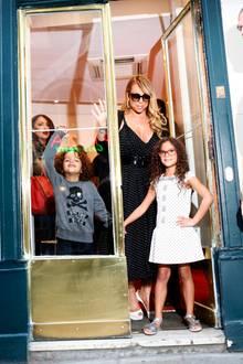 Glamouröse Shoppingtour in Paris: Mit den Zwillingen Moroccan und Monroe zieht Mariah Carey durch die Läden und anschließend geht es zum Dinner.