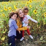 Zum Vatertag postet Mariah Carey ein Bild von sich, Moroccan und Monroe in einem Sonnenblumenfeld.