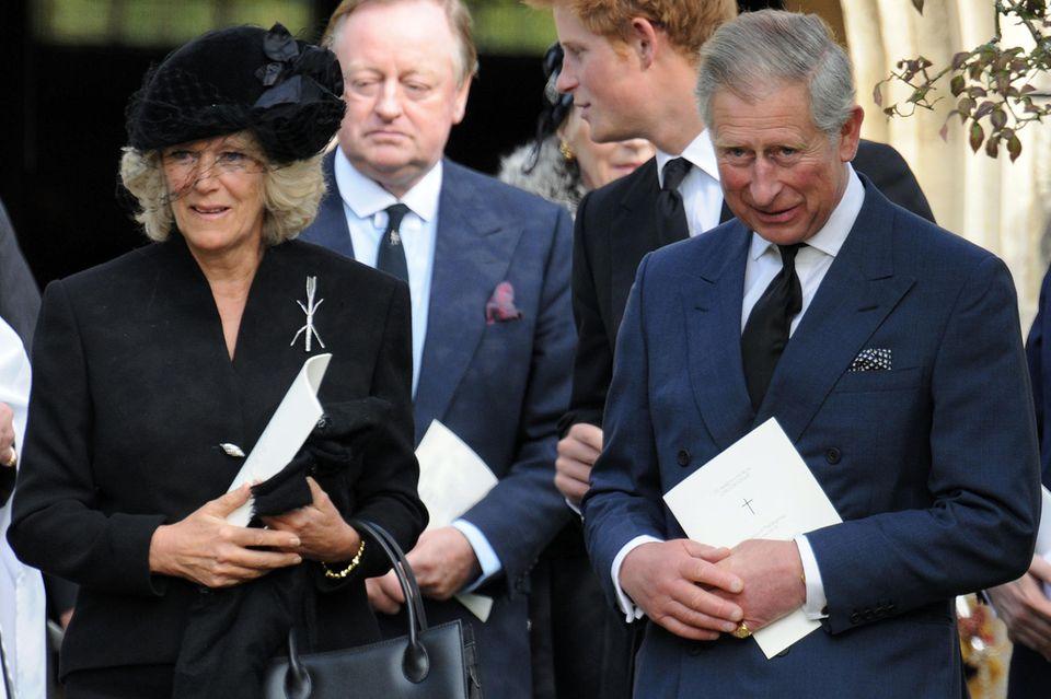 Herzogin Camilla, Prinz Charles und im Hintergrund Camillas Ex-Mann Andrew Parker Bowles