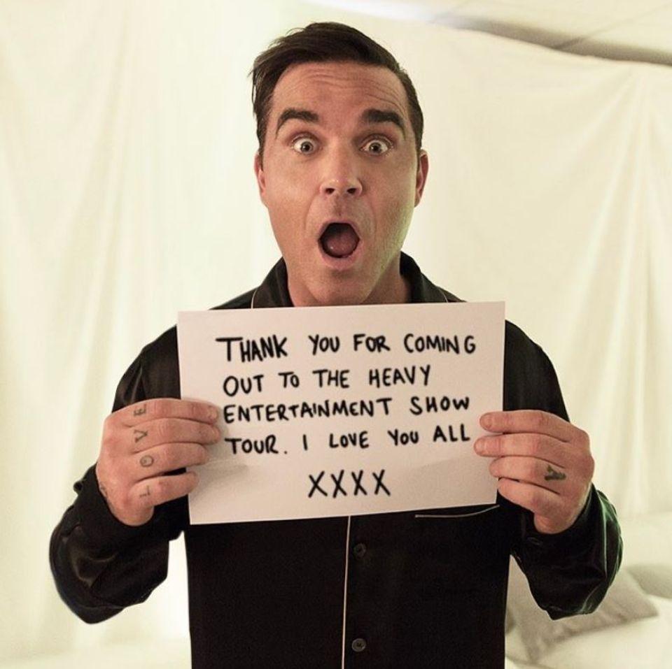 """24. Juni 2017  Robbie Williams bedankt sich auf Instagram bei all seinen Fans, die ihn auf seiner""""The Heavy Entertainment Show""""-Tour unterstützen."""
