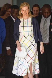 Auch Gräfin Sophie von Wessex hat das Kleid schon getragen. Und das erst vor einigen Wochen. Welcher Lady steht das Kleid für rund 1.500 Euro besser?