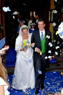 24. Juni 2017  Bei der Adelshochzeit von Sophie Prinzessin zu Löwenstein-Wertheim-Freudenberg und Constantin Graf Fugger von Babenhausen in der historischen Altstadt von Wertheim haben Hunderte Gäste und Schaulustige das Brautpaar hochleben lassen. In einem Oldtimer ging es zur Trauung in der spätgotischen Stiftskirche.  Die Braut trug einen Schleier aus Brüsseler Spitze aus dem Jahr 1860. Das Brautkleid stammt aus München, wo das Paar lebt. Sie selbst haben sich vor acht Jahren bei einer Hochzeit kennengelernt.