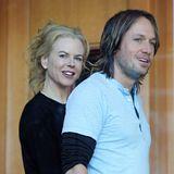 """Nicole Kidman und Keith Urban  Im Juni 2006 heiratete das Paar und zeugte zwei gemeinsame Kinder. Zu ihrem mittlerweile 11. Hochzeitstag hat Keith Urban liebevolle Worte an seine Nicole: Alles Gute zum Hochzeitstag Babygirl. Trotz der 11. Jahre fühlt es sich noch immer an, als seist du meine Freundin!"""""""