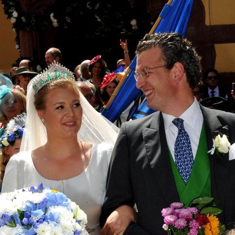 """Prinzessin Sophie und Graf Constantin - den sie angeblich liebevoll """"Consti"""" nennt - verlassen am tag ihrer kirchlichen Hochzeit die Wertheimer Stiftskirche."""