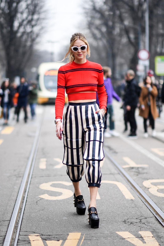 Den witzigen Streifen-Look hat sich Star-Bloggerin Chiara Ferragni abgeguckt und präsentiert ihn zwei Tage später bei der Fashion Week in Mailand.