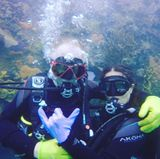 21. Juni 2017   Gemeinsam mit Schauspieler Mike White ging es für Hollywoodstar Salma Hayek in die Tiefe des Meeres.