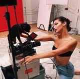 """22. Juni 2017   Bella Hadid in """"Ein Model und ihr Kamerahund""""."""