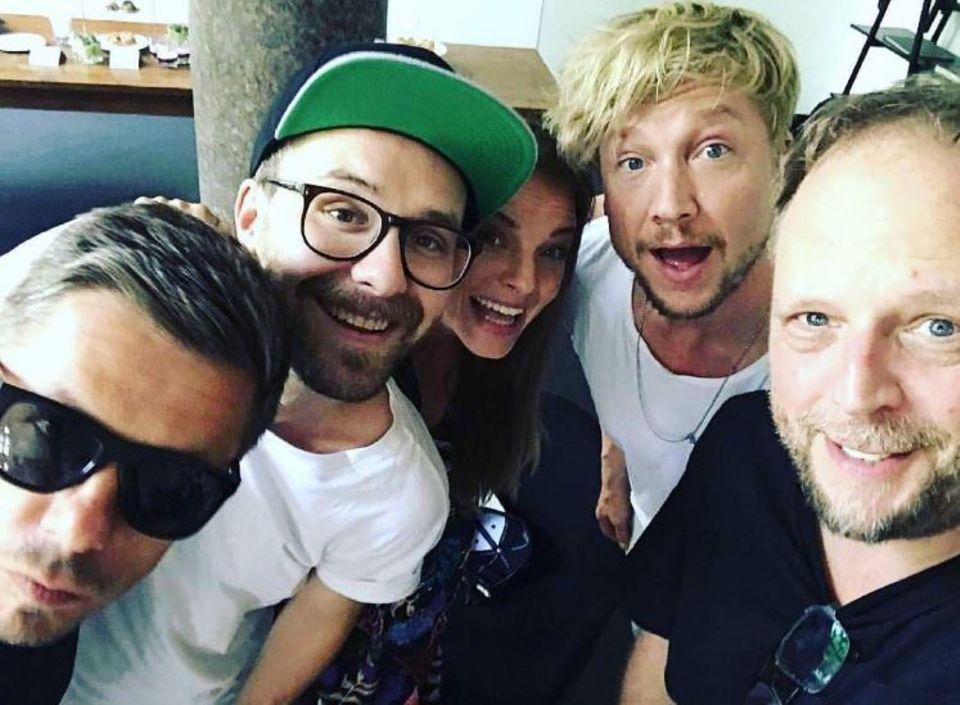 """21. Juni 2017  Samu Haber postete ein Gruppenfoto der neuen Jury von """"The Voice of Germany"""": Michi Beck, Mark Forster, Yvonne Catterfeld, Samu Haber und Smudo."""