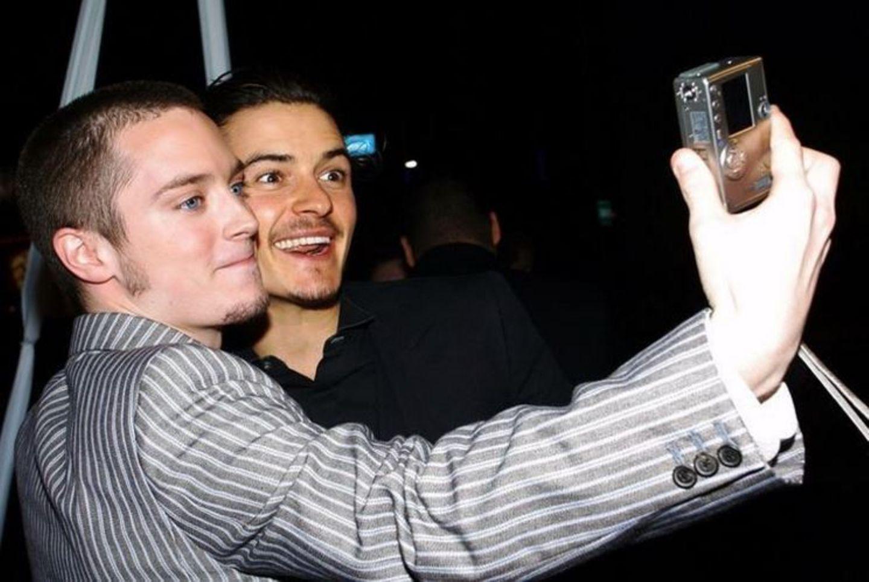 """21 Juni 2017  Orlando Bloom postet ein Foto aus den guten alten Zeiten. Gemeinsam mit """"Der Herr der Ringe""""-Schauspielkollegen Elijah Wood zeigt der Beau, wie Selfies früher gemacht wurden."""