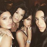 26. Juni 2017   Kendall Jenner, Kourtney Kardashian, Kylie Jenner und Kim Kardashian machen sich bereit ihre Schwester Khloé Kardashian zu überraschen, da sie morgen Geburtstag hat. Wie die Überraschung aussehen wird, wissen nur die vier hübschen Schlitzohren; wir bleiben gespannt.