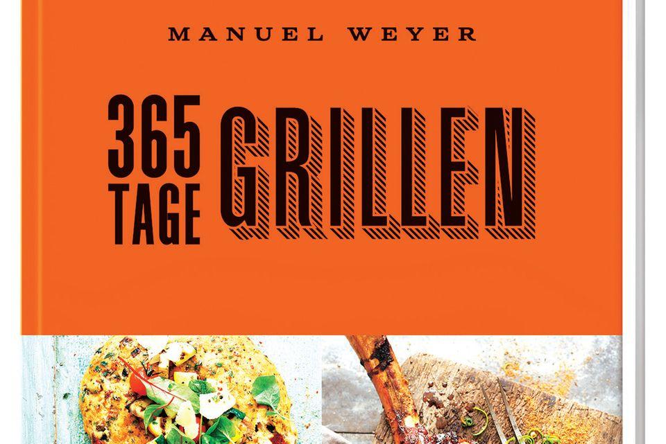 """Küchenmeister Manuel Weyer versorgt BBQ-Fans mit raffinierten Grillrezepten für das ganze Jahr, von Sweet-Chili-Lachs mit Heidelbeerlack über Rinderfilet mit Spekulatiuskruste bis zu Granatapfelküchlein vom Rost. Fleisch- und Fischliebhaber werden ebenso fündig wie Vegetarier und Veganer. (""""365 Tage Grillen"""", ZS Verlag, 192 S., 18,99 Euro)"""