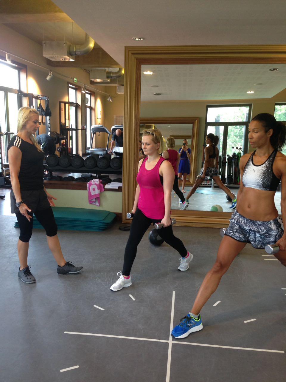 Gala-Redakteurin Jolla beim Training mit Annabelle Mandeng und Personal Trainerin Mieke Tasch