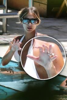 Im Urlaub in Miami zeigt sich Model Ann-Kathrin Brömmel mit einem auffälligen Ring. Traditionell trägt die 27-Jährige den Diamantring an ihrer linken Hand auf dem Ringfinger. Offensichtlich hat ihr langjähriger Freund Mario Götze der schönen Ann-Kathrin einen Antrag gemacht und dieser Ring ist wirklich wunderschön.