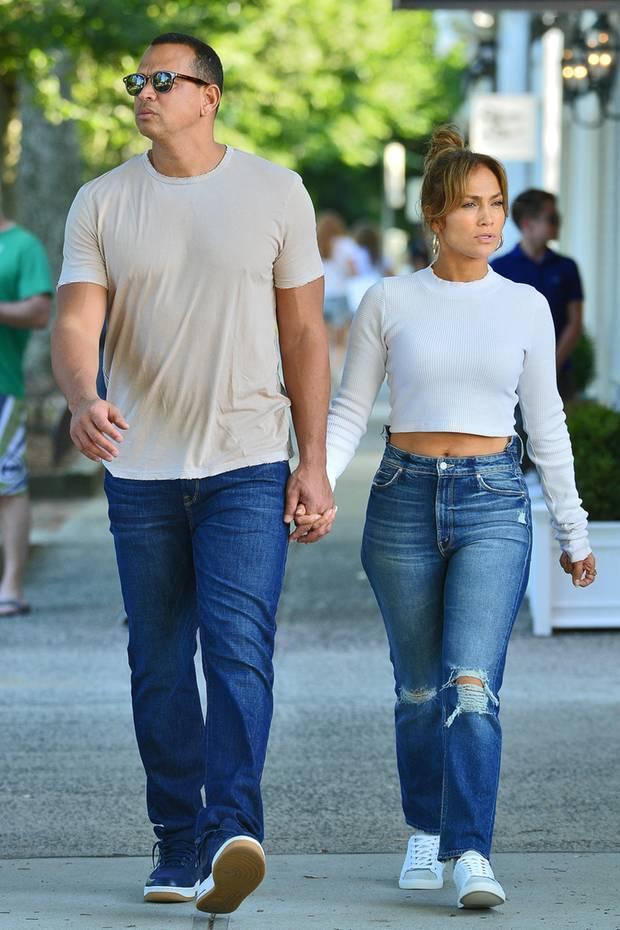 Etwa 26 Zentimeter Größenunterschied liegen zwischen Jennifer Lopez und ihrem Liebsten, Alex Rodriguez. Doch der viertel Meter ist gar kein Wunder, schließlich misst der Ex-Sportler ganze 1,90 Meter.