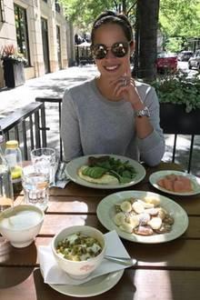 """""""Immer bestelle ich Avocado und Eier"""", schreibt Ana unter dieses Bild von sich beim Frühstück. Ein Foodtrend, der auch an der Tennisspielerin nicht vorbei gegangen ist."""