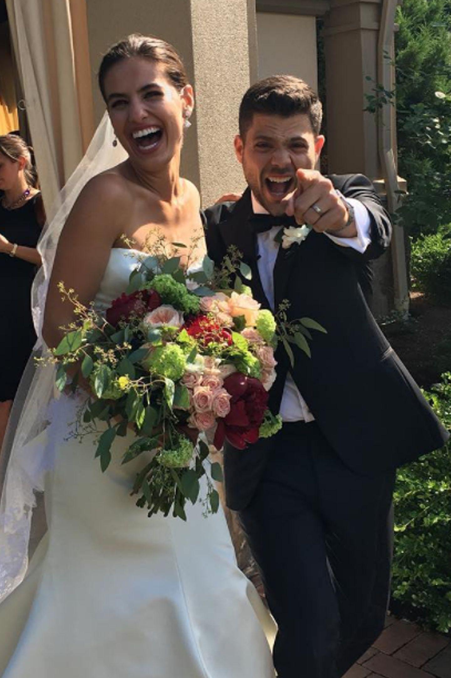 """30. Juni 2017  """"Entourage""""-Star Jerry Ferrara hat seine Verlobte Breanne Racano geheiratet. """"Sie haben's getan! Herzlichen Glückwunsch an die Ferraras"""", schreibt Serien-Kollege Kevin Dillon zu diesem witzigen Hochzeitsschnappschuss."""