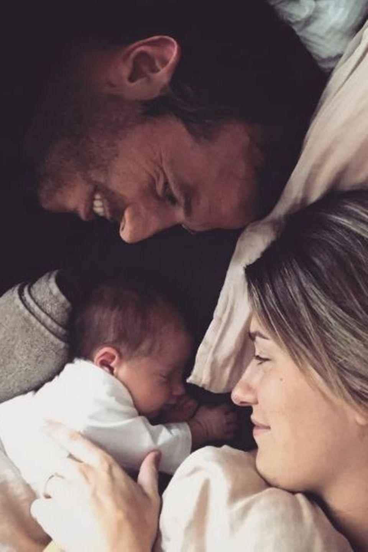 1. Juli 2017  So niedlich! Rafael van der Vaart und Estavana Polman kriegen nicht genug von ihrer kleinen Jesslynn.