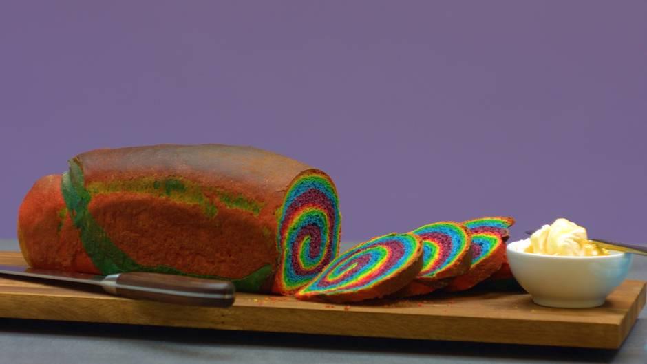 Farbenfrohes Backvergnügen: Regenbogenbrot