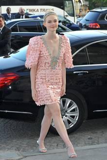 Prinzessin in Rosa: Schauspielerin Elle Fanning ist ebenfalls Gast der Fashion-Show von Miu Miu.