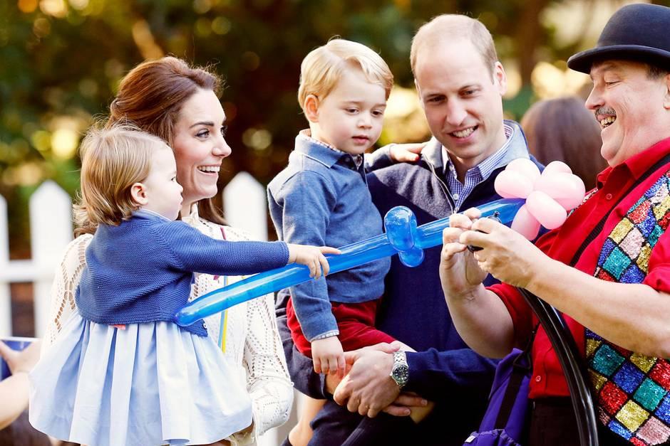 Familie Cambridge mit Prinzessin Charlotte, Herzogin kate, Prinz george und Prinz William