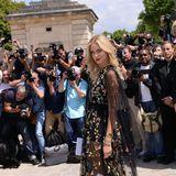 Star-Bloggerin und Medienprofi Chiara Ferragni ist bei der Dior-Show ein begehrtes Fotomotiv.