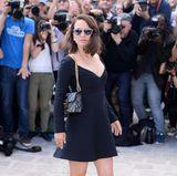 Natalie Portman zeigt sich bei der Dior-Show im kleinen Schwarzen.