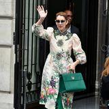 Selbst sehr verspielte Looks wie dieser barock-florale von Gucci stehen Celine Dion ganz hervorragend.