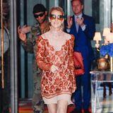 Bezaubernd in Bronze! Celine Dion hat ein gutes Auge für passende Farbkombination von Outfit und Accessoires.
