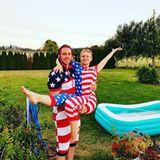 Das Schauspieler-Ehepaar Dax Shepard und Kristen Bell haben ihre Strampler in US-Farben rausgekramt.