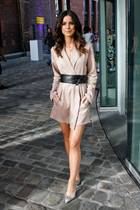 Lena Meyer-Landrut bezaubert bei der Marc-Cain-Show im nudefarbenen Dress.