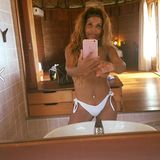 Patricia Blanco zeigt - gerade jetzt wo sie deutlich weniger auf den Rippen hat - gerne ihre nackten Kurven. Bei diesem Spiegelselfie hat sie jedoch offensichtlich nicht genau genug hingeschaut, bevor sie es auf ihrem Facebook-Profil mit ihren über 17 Tausend Fans teilte: Wegen ihres fehlenden Bikini-Oberteils sieht man deutlich ihren linken Nippel.