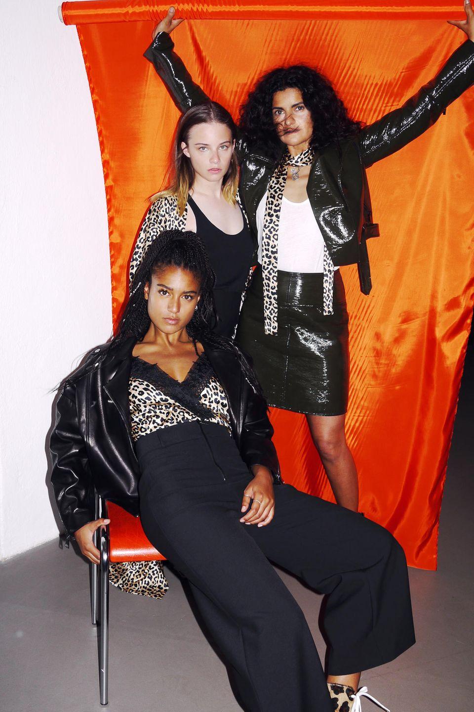 Lary (vorne), Jasna Fritzi Bauer (mitte) und Leyla Piedayesh