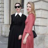 Designerin Ulyana Sergeenko undNatalia Vodianova posieren vor der Fashion-Show noch gemeinsam für die Fotografen