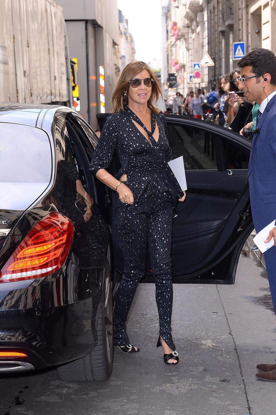 Fashion-Expertin Carine Roitfeld ist auf dem Weg zur Show von Elie Saab.