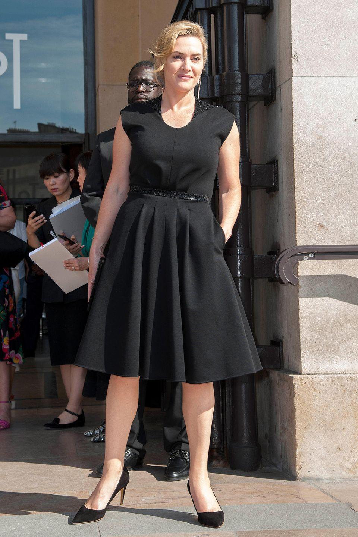 Oscar-Preisträgerin Kate Winslet ist nur einer der Star-Gäste bei der Fashion-Show von Armani Privé