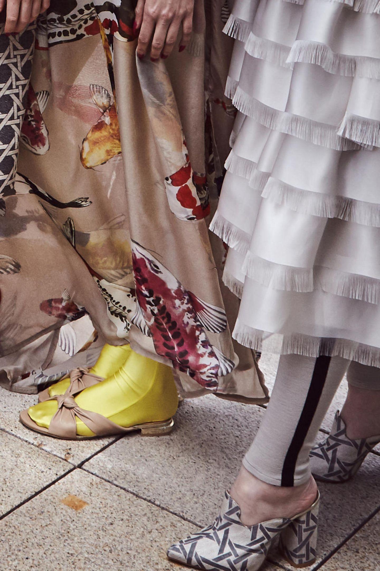Ausgefallene Schuhe bei der Präsentation von Dawid Tomaszewski.