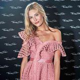 Zum Thomas Sabo Cocktail kam auch Model und Influencer Mandy Bork. Perfekt gestylt in einem rosafarbenen Self-Portrait Kleid und farblich passender Chanel-Tasche, zog sie alle Blicke auf sich.