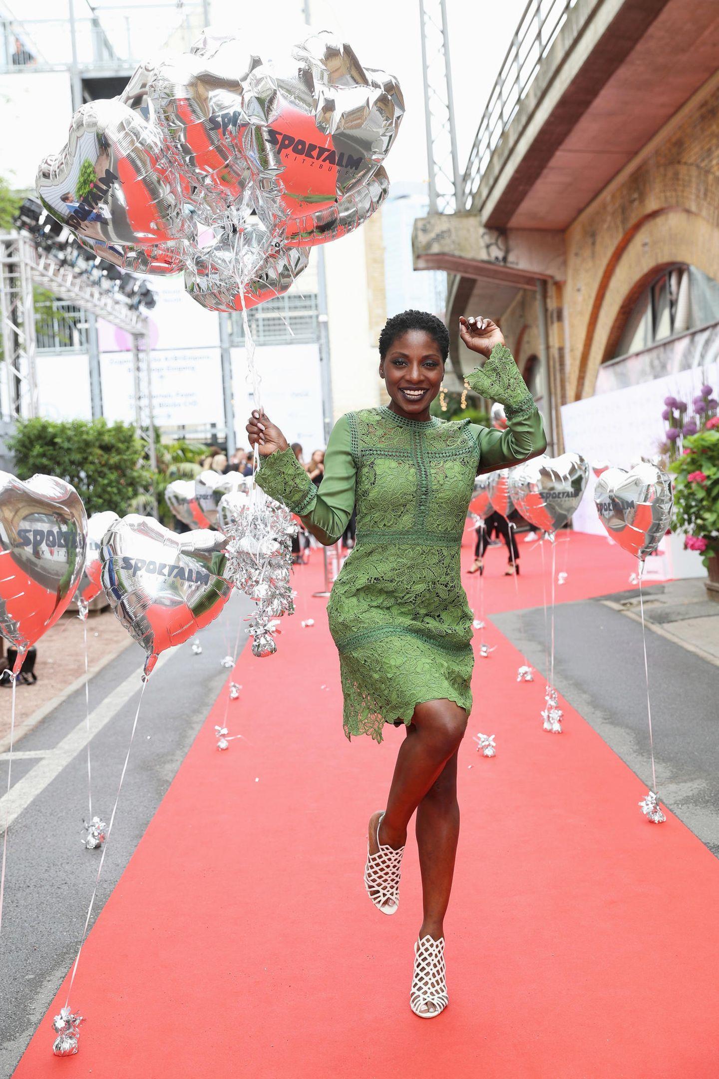 Wie immer bestens gelaubt: Tänzerin Nikeata Thompson bei Sportalm.