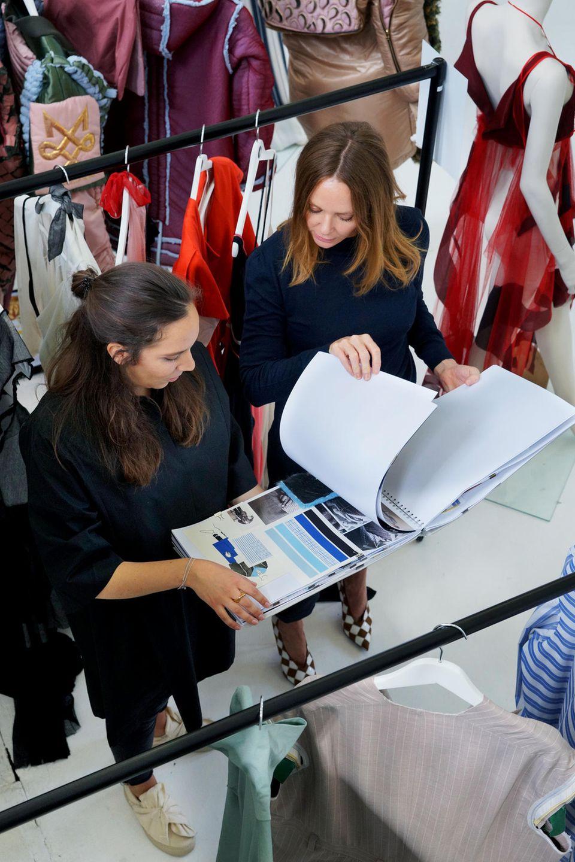 Farbcode, Zielgruppe, Preislage: McCartney prüft den Geschäftssinn von Jungdesignerin Lara Krude aus Hamburg