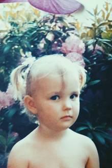 Bonnie Strange  Das kontroverse Model postete ein süßes Foto aus der Kindheit.