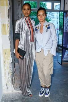 Sara Nuru und Schauspielerin Nilam Farooq gehören zu den prominenten Gästen bei der Modenschau von Dorothee Schumacher im Rahmen der Mercedes-Benz Fashion Week in Berlin.