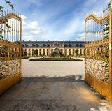 Der Empfang der Gäste findet in der Galerie Herrenhausen statt.
